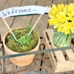 farmhouse decor, daffodils, front porch