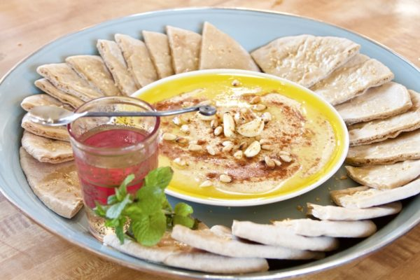 appetizer, food, eat, recipe, hummus, Mediterranean, chickpeas, garbanzo beans, tahini, pita, party food, Moroccan, mint tea, easy, healthy, light, snack